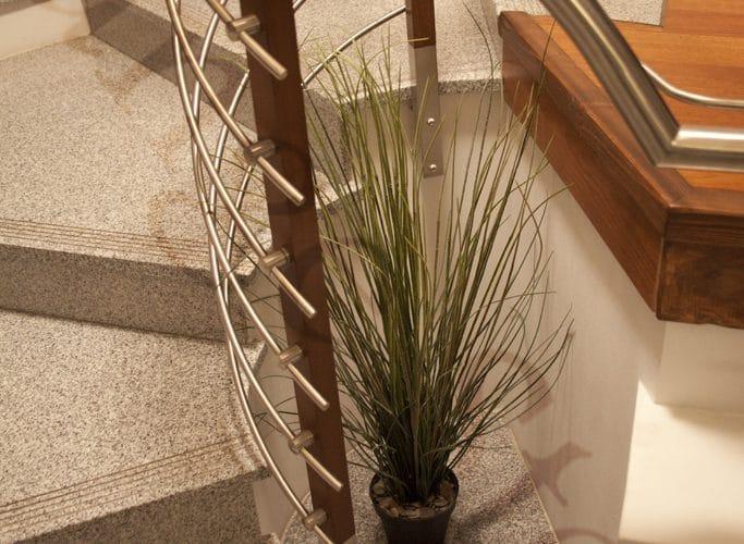 Czyszczenie i konserwacja schodów kamiennych