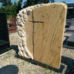 nagrobek orange stone żółty rzeźba winorośla krzyż 3
