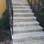 na zdjęciu schody zewnętrzne kremowe Astoria
