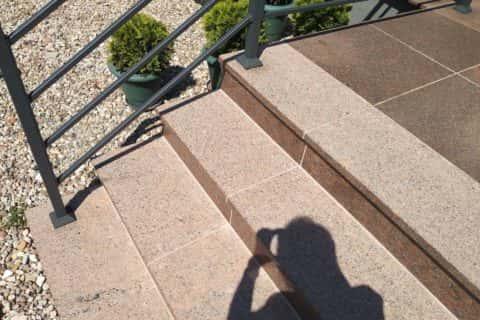 Schody-granitowe-vanga-ukrainska-stopnie-plomieniowane (2)